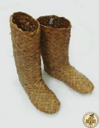 Сапоги, плетенные из лыка
