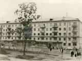 Проспект им. Ю. А. Гагарина, 1 линия, д. 9 Магазин «Рассвет». 1968 г.